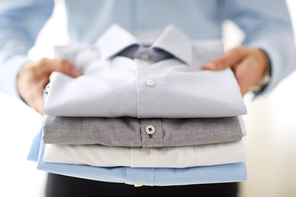 Wie kann man ein Herren Hemd falten – Tipps von Girav